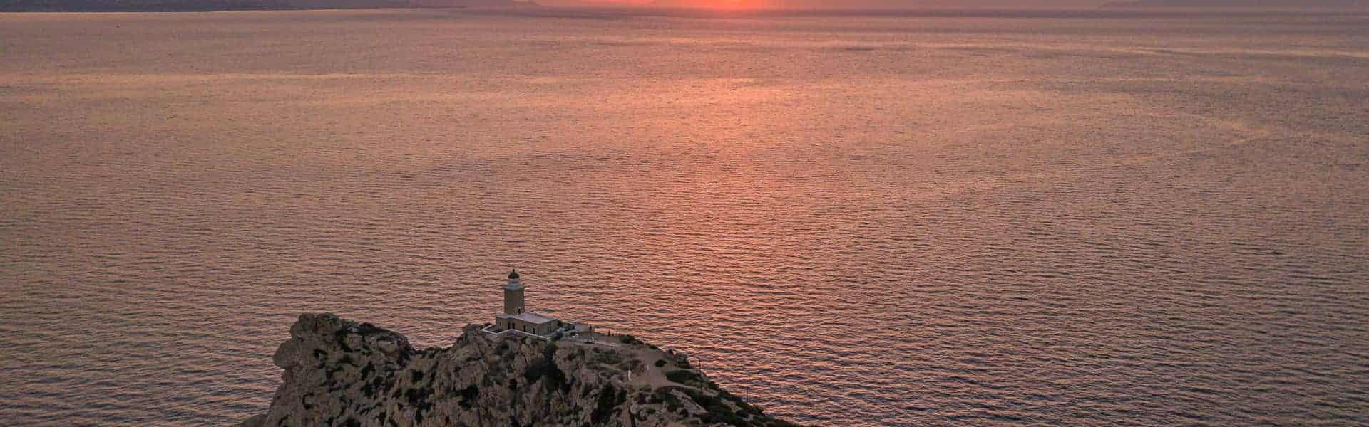 Ηλιοβασίλεμα στον φάρο Μελαγκάβι