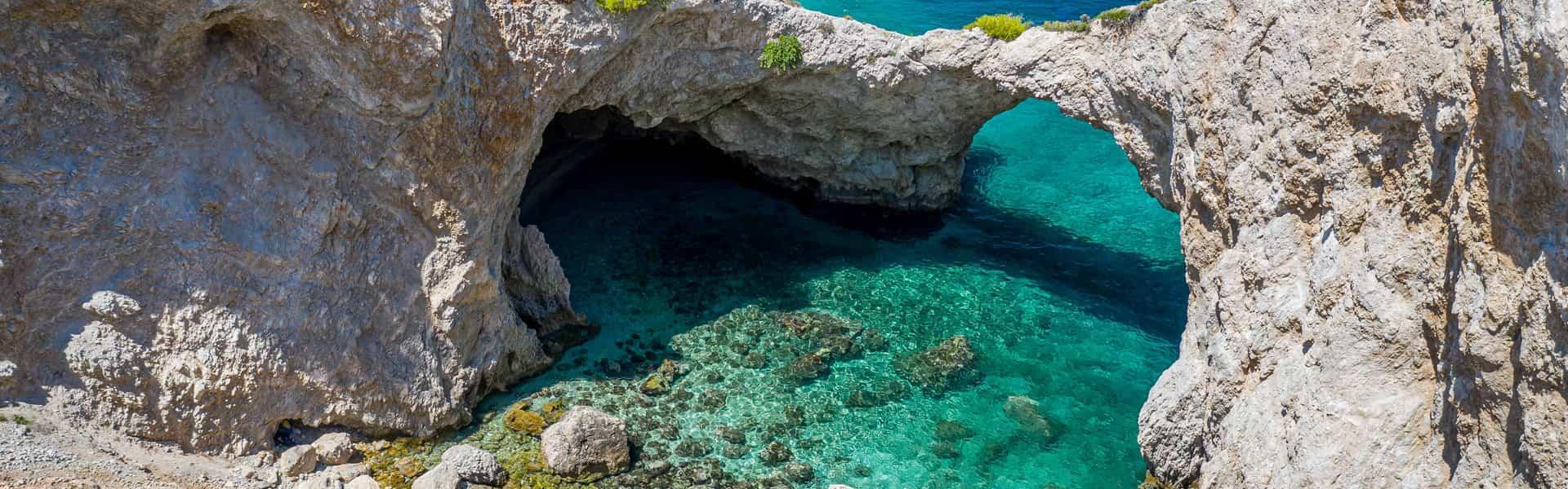 Σπηλιά της φώκιας Λουτράκι