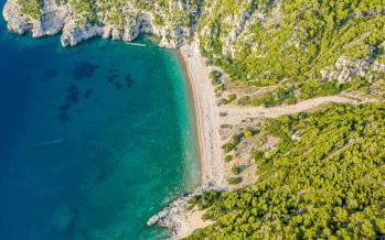 Λακαζέζα - παραλία Λουτράκι