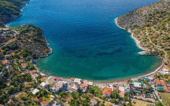 Σχίνος παραλία Λουτρακίου