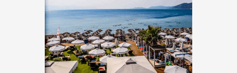 Waves Cafe in Loutraki